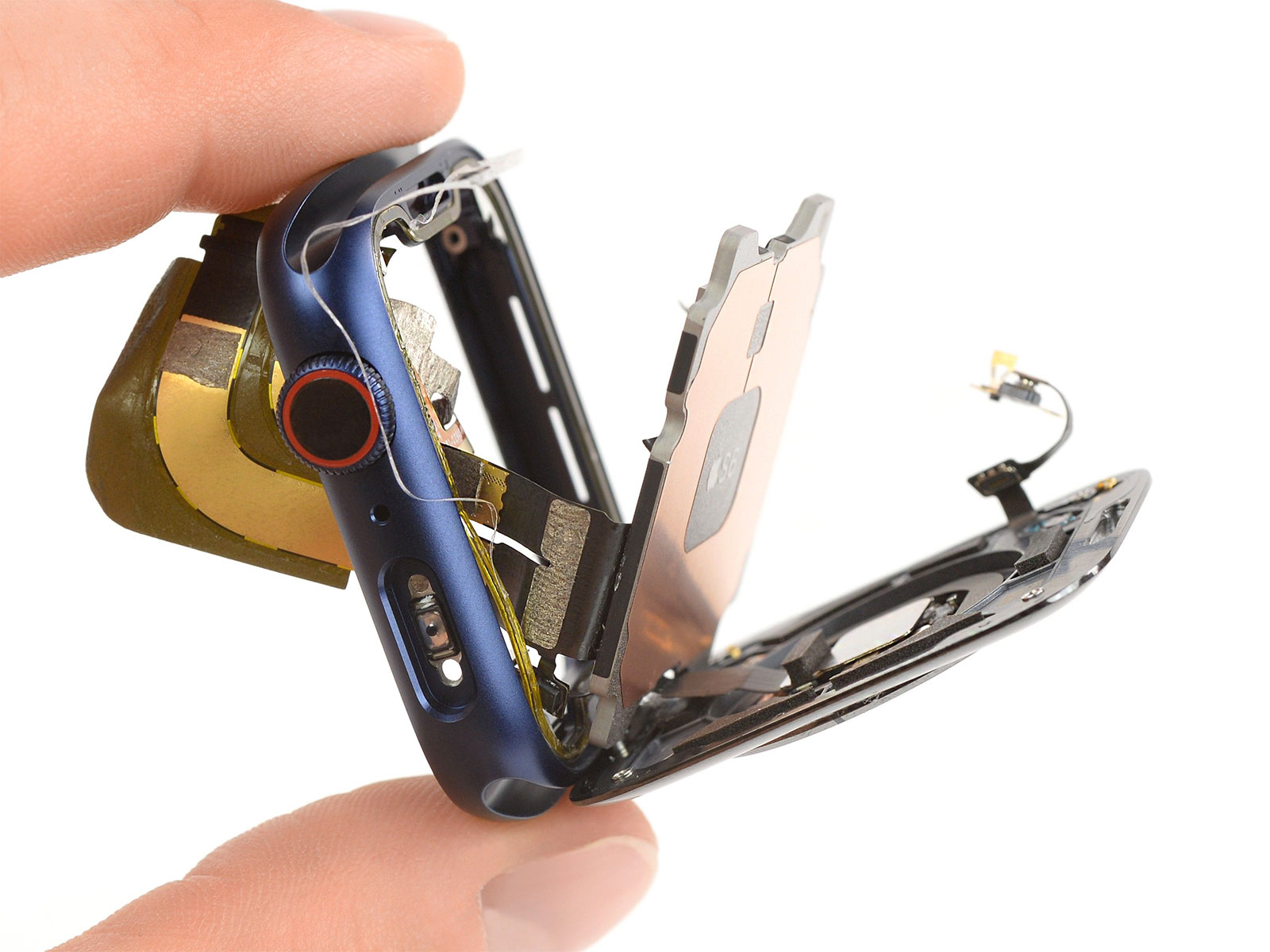 Desmontaje revela sorpresas en el interior de Apple Watch 6